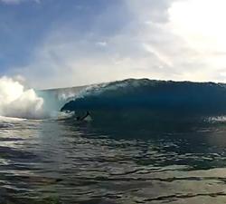 TUAMOTU surfing