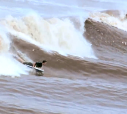 Bono River surfing