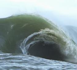 Avalanche Vila Velha Brazil surfing bodyboarding